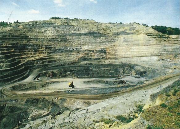La Découverte de Decazeville (Aveyron), exploitation abandonnée, photographie d'avant 1990.